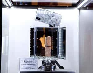 гинес-рекорд-за-най-много-инкрустирани-диаманти-в-червило-и-iphone-кейс