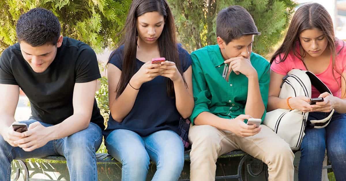 тийнейджърите предпочитат Apple iPhone пред Android смартфони